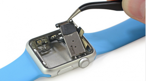 Дефектен модул забавя Apple Watch